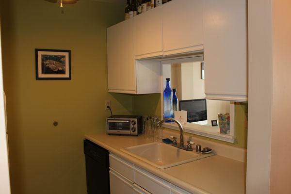 breakwater-unit-811-kitchen-1