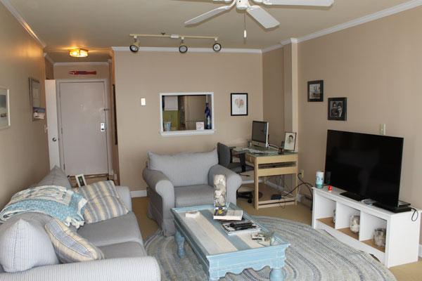 breakwater-unit-811-living-room-1