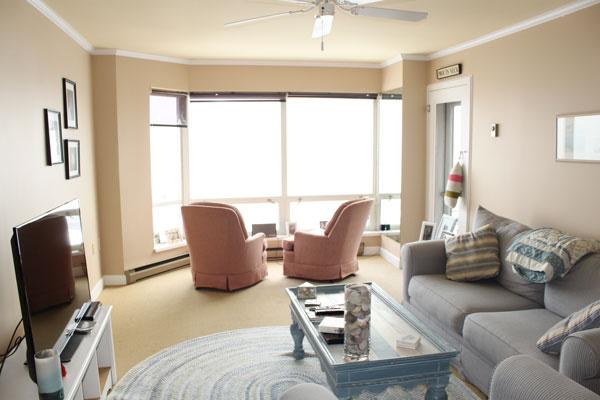 breakwater-unit-811-living-room-2